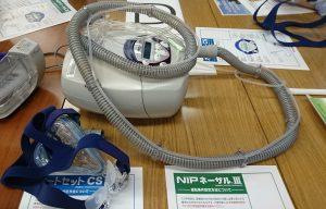 人工呼吸器とマスク